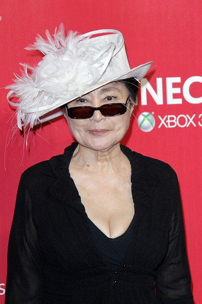 LOS ANGELES - FEB 10:  Yoko Ono arrives at the 2012 MusiCares Ga