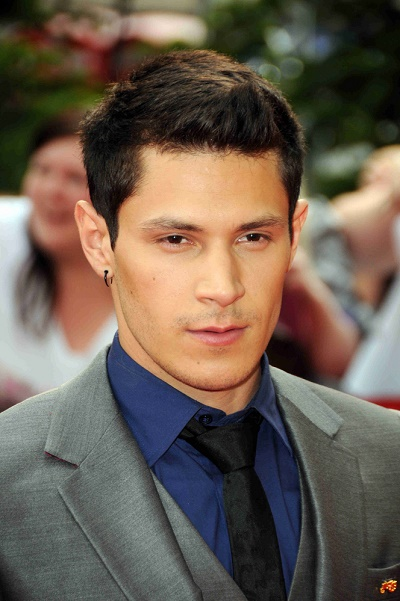 Alex Meraz additionally Photos Oscar Valdez Jose Benavidez Open Workouts 99201 moreover 4 Mexican Immigrant Kids Cheap Robot Beat Mit additionally 11bus stop together with Top 10 Most Sexy Celebrities Feet. on oscar mexican in arizona