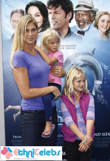 Gabrielle-reece and kids