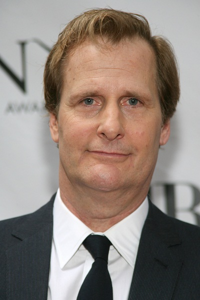 The 62-year old son of father Robert Lee Daniels and mother Marjorie J. Daniels, 190 cm tall Jeff Daniels in 2017 photo