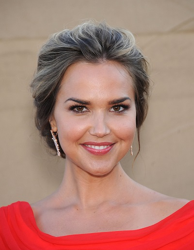 LOS ANGELES - AUG 04:  Arielle Kebbel arrives to CBS Showtime CW