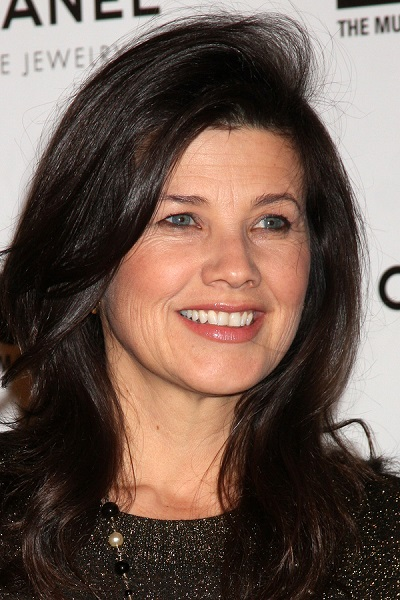 LOS ANGELES - NOV 13:  Daphne Zuniga arrives at the MOCA's Annua