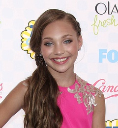 LOS ANGELES - AUG 10:  Mackenzie Zielger, Maddie Ziegler at the